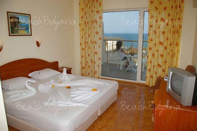Sunny Hotel8