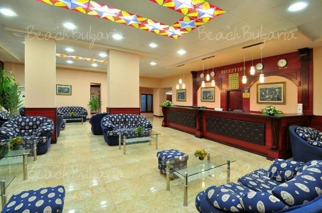 Paradise Green Park Hotel4