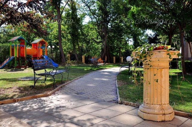 Paradise Green Park Hotel6
