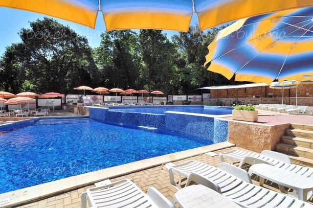 Paradise Green Park Hotel8