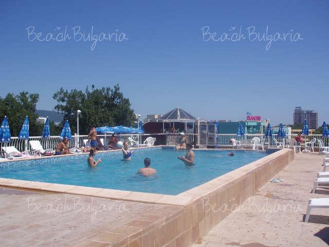 Barco Del Sol Apartments4